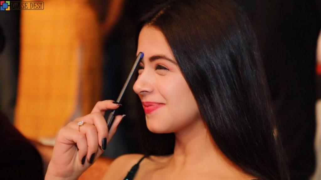 Ritika Badiani (Actress) Biography in Hindi (1)
