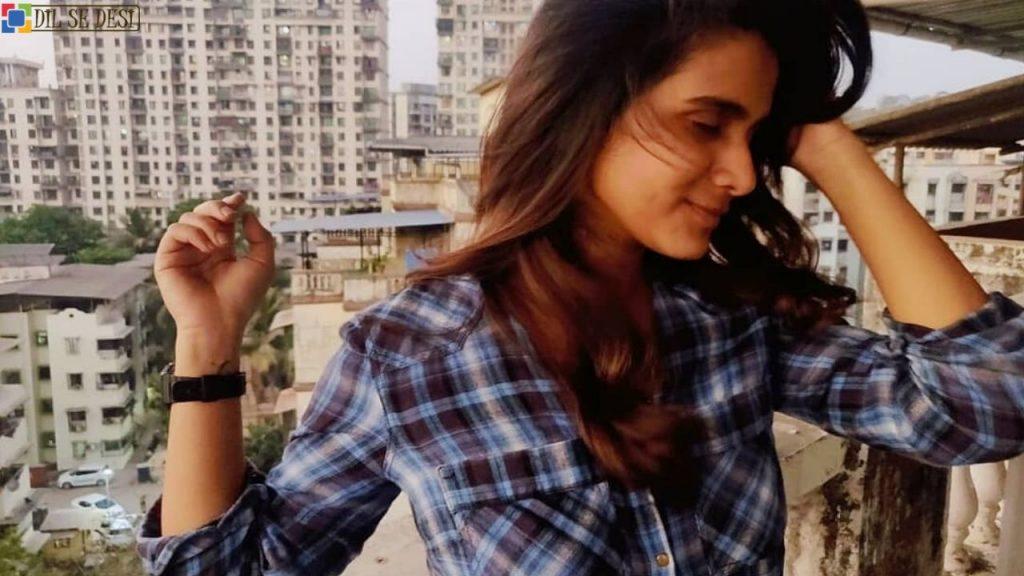 Resham Shrivardhan (Actress) Biography in Hindi (3)